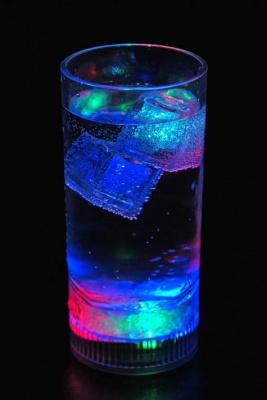 Светещи чаши за безалкохолно