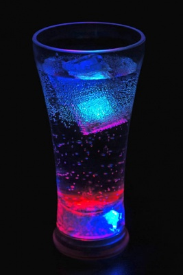 Светещи коктейлни чаши