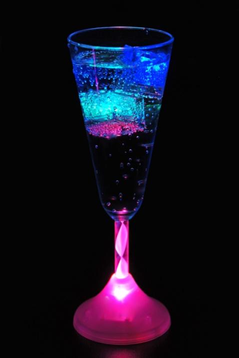Светещи чаши за шампанско