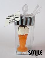 Свещ сладолед във фунийка