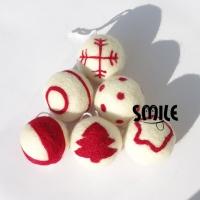 Украса за елха - вълнени топки