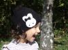 Черна шапка с къдрички