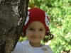 Червена шапка с къдрички